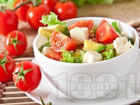 Свежа салата с чери домати, авокадо и сирене Фета - снимка на рецептата